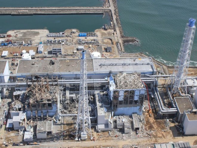 Fotografía tomada el 24--3-2011 donde vemos la estructura del R4 a la derecha. (¿incendio?)
